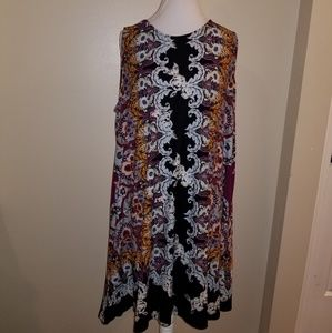 Plus size dress with back keyhole accent